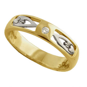 Ladies Yellow Gold Claddagh Wedding Ring