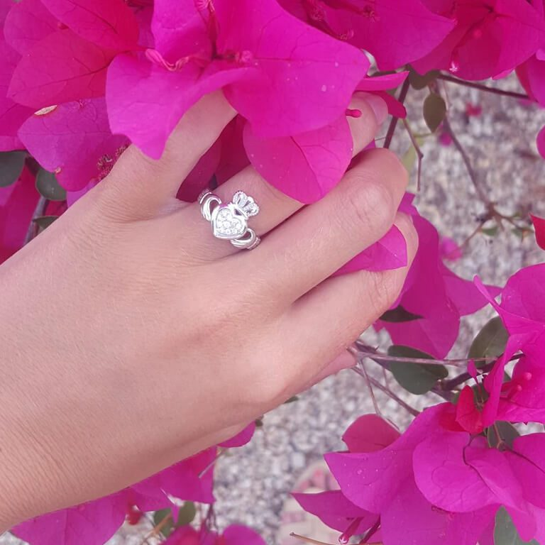 Ladies Claddagh Pave Set Ring with Flowers